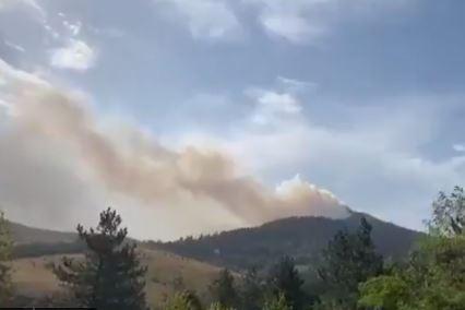 Jak vjetar otežava posao: Veliki požar na Zlatiboru (VIDEO)