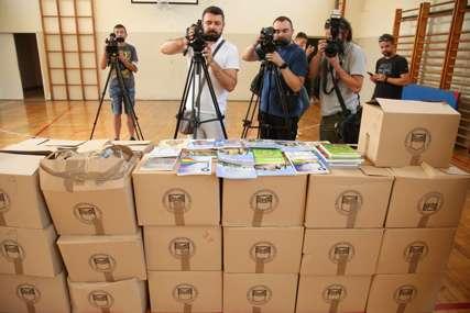 Odlučeno šta će biti sa knjigama nakon školske godine: Pomjereni rokovi, evo kada će đaci u Banjaluci dobiti udžbenike (FOTO)