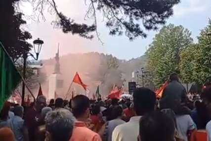 """Protest je bio neprijavljen"" Policija objavila da je na skupu protiv ustoličenja mitropolita Joanikija bilo 4.000 građana"