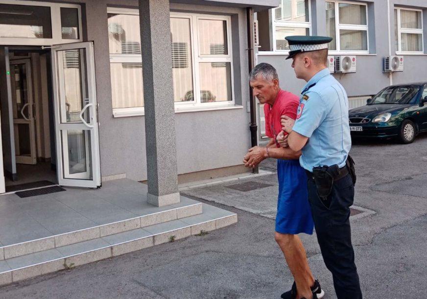 Ubica iz Dervente sproveden u Tužilaštvo: Vjerovao da mu komšinica vrača, pa je brutalno ubio (FOTO)