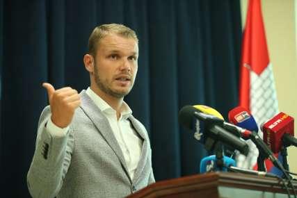 Stanivuković najavio nova pojeftinjenja mjesečnih karata u javnom prevozu za NAJOSJETLJIVIJE KATEGORIJE GRAĐANA