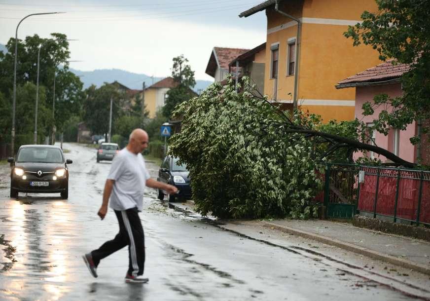 Nevrijeme zahvatilo Banjaluku, pojedina naselja bez struje (FOTO,VIDEO)