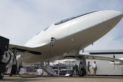 Uslov za zaposlene: Aviokompanija će nevakcinisanima naplaćivati 200 dolara mjesečno