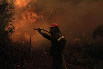 BUKNUO NOVI POŽAR U GRČKOJ Vatra izbila na Eviji, evakuišu se naselja (VIDEO)