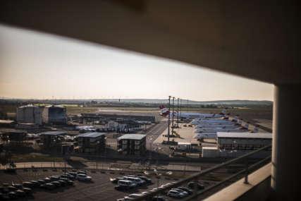Drama na aerodromu u Beču: Policija pronašla sumnjiv paket, u toku evakuacija putnika