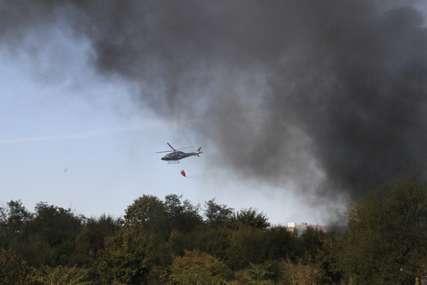 Helikopter učestvuje u gašenju vatre: Pod kontrolom požar u Banjaluci  (VIDEO,FOTO)