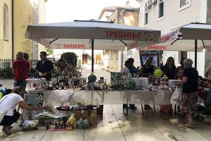 Humanitarni bazar za malog Novosađanina: Trebinjci pomažu Bošku Gugleti da skupi novac za liječenje
