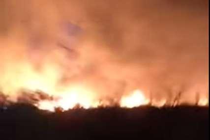 Vjetar stvara probleme: Izbio veliki požar na Hvaru, gasi ga deset vatrogasnih  vozila (VIDEO)