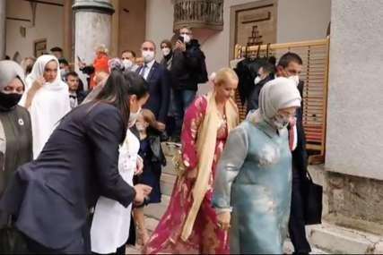 Kćerka Bakira Izetbegovića rekla SUDBONOSNO DA: Gosti i mladenci se pješice uputili u luksuzni hotel gdje će nastaviti slavlje (VIDEO)