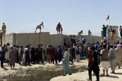 OČEKUJU NOVI NAPAD Talibani pokušavaju da spriječe prilaz i rastjeraju ljude oko aerodroma