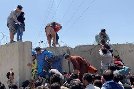 Oglasili se talibani: U eksplozijama na aerodromu poginulo najmanje 13 ljudi, među njima ima djece (UZNEMIRUJUĆI VIDEO)