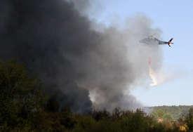 Helikopter gasi požar kod Trebinja: Vatra se proširila u rejon Tvrdoša