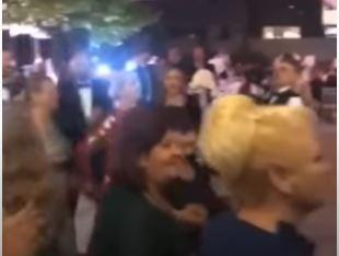 Vesela na kćerkinoj svadbi: Sebija Izetbegović povela kolo sa gostima na slavlju (VIDEO)