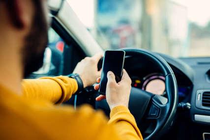 Mobilni koristi svaki 19. vozač: Kako smanjiti upotrebu telefona za volanom