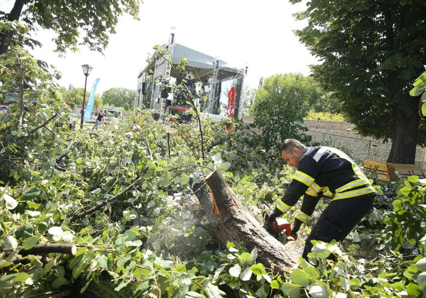 Više od 50 intervencija zbog silovitog nevremena: Uskoro formiranje Komisije za procjenu štete (FOTO)