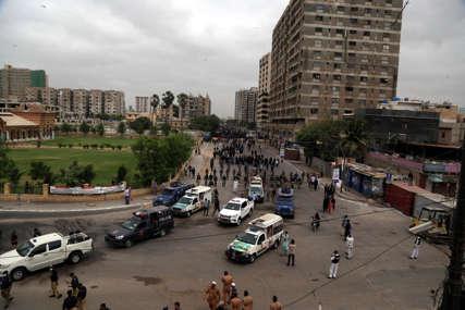 UBIO DVA DJETETA Bombaš samoubica napao kolonu vozila kineske ambasade, ranjeno više osoba