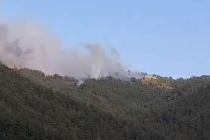 Veliki požar na Mokroj Gori: Upućene dodatne snage iz 10 gradova (VIDEO)