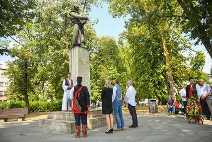 Počelo obilježavanje tradicionalne manifestacije: Položeni vijenci na spomenik Petru Kočiću