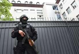 Pretresli dva vozila i tri objekta: Crnogorska policija pronašla oružje i municiju