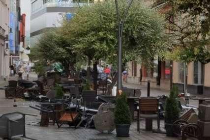 Jako nevrijeme zahvatilo i Novi Grad i Prijedor: Vjetar lomio stabla i napravio veliku štetu ugostiteljima (FOTO)