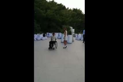 Prvi ples mladenaca o kojem bruji region: Davor u invalidskim kolicima, Marina na rolerima i nastala je magija (VIDEO)