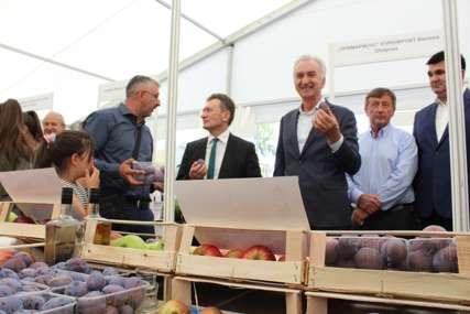 """Jubilarni sajam šljive, voćnih rakija i meda """"Ugljevik najveći izvoznik šljive u Srpskoj"""" (FOTO)"""