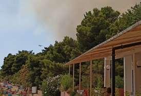 """""""Branićemo svaku kuću"""" Vatrogasci se bore sa požarom kod Trogira"""
