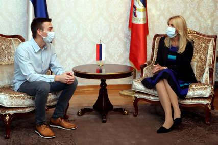 """""""Snaga Srpske"""" Cvijanovićeva poručuje da su mladi i obrazovani ljudi najveći ponos i bogatstvo (FOTO)"""