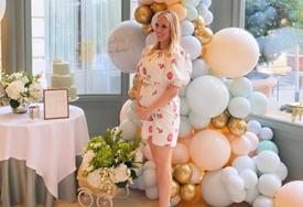 ŽURKA PRED ROĐENJE BEBE Prva fotka Piksijeve kćerke Andree u 6. mjesecu trudnoće, torta otkrila pol