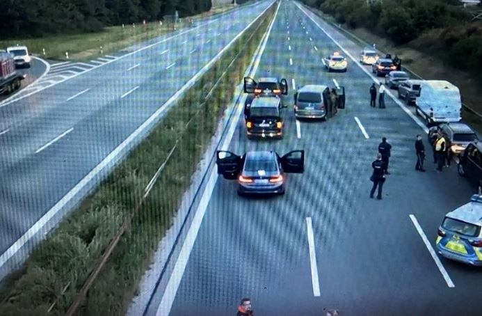 Epilog drame u autobusu koji je iz Njemačke krenuo u Srbiju: Uhapšen muškarac koji je držao taoce, nekoliko putnika povrijeđeno