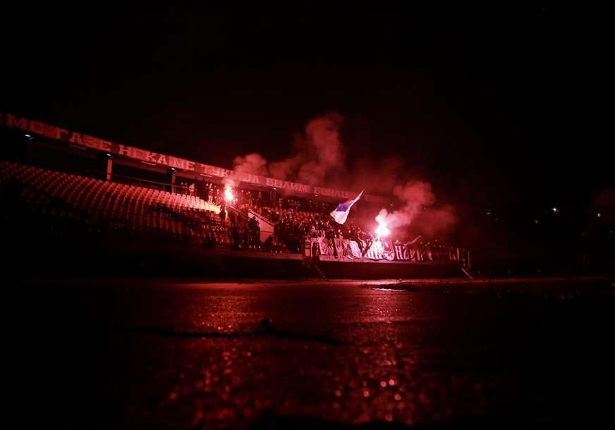 Na Gradskom stadionu nestalo struje: Nastavak meča Borac - Široki Brijeg pod znakom pitanja (FOTO, VIDEO)