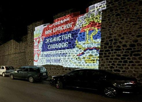 Uoči Dana srpskog jedinstva, slobode i nacionalne zastave: Zidine Starog grada osvijetljene trobojkom
