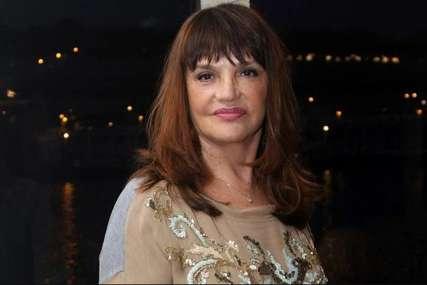 Izgubila kontrolu, polupala ČETIRI VOZILA: Supruga Vuka Draškovića imala saobraćajku