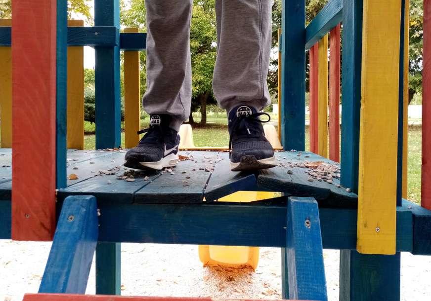 Odrasli uništavaju dječja igrališta: Izgrađeno prije četiri mjeseca, a već ima mnogo oštećenja (FOTO)