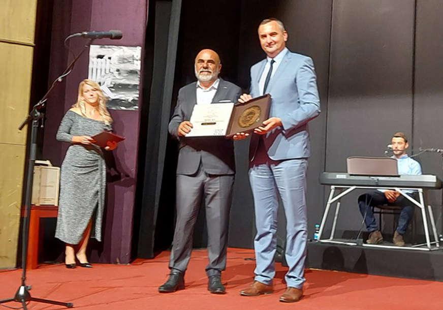 "Veče laureata: Đorđu Nešiću uručena nagrada ""Skender Kulenović - Književni vijenac Kozare"""