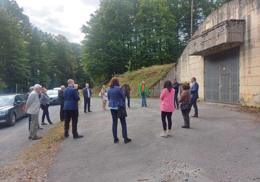 Spor oko deponovanja nuklearnog otpada u Dvoru na Uni: Eksperti iz BiH posjetili lokaciju planiranu za odlagalište