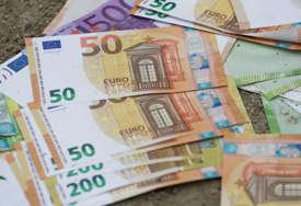 Građani Hrvatske stavljaju na štednju 73 evra mjesečno