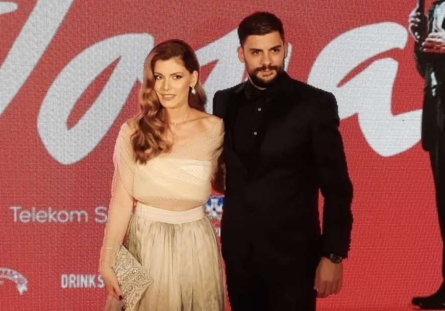 """FILM O ŽIVOTU ČUVENOG PJEVAČA Ekipa """"Tome"""" autobusom došla na premijeru u Sava centar"""