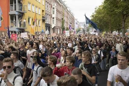 Na ulicama Holandije više desetina hiljada ljudi: Protesti zbog zabrana rada noćnih klubova i diskoteka