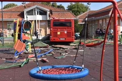 Jeziva nesreća na dječjem igralištu: Vozač u pritvoru 30 dana, firma čiji je POMAHNITALI AUTOBUS se i dalje ne oglašava (VIDEO)