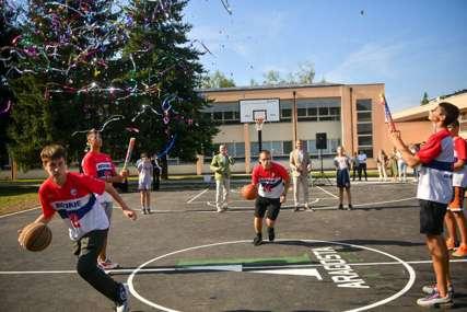 ZA BOLJE DJETINJSTVO Mališani sa Starčevice dobili sportsko igralište u dvorištu škole