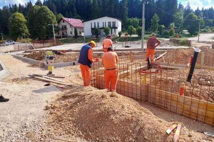 Projekti u Istočnom Drvaru: Građevinskim radovima potpomažu razvoj i napredak (FOTO)