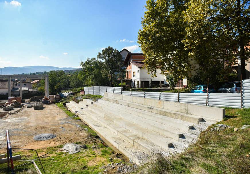 U toku gradnja vanjskih tribina: Napreduju radovi na sportskoj dvorani na Laušu