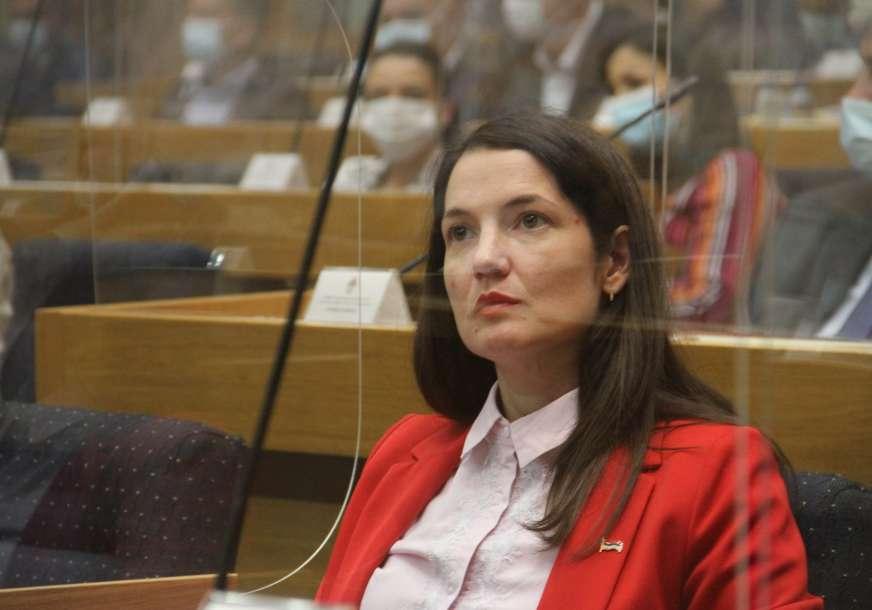 """Šta su otkrili odgovori na poslanička pitanja Jelena Trivić """"Zdravstvo tone u dugove, plate u Srpskoj manje od 800 KM"""""""