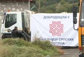 Specijalne jedinice idu ka Jarinju: Velike gužve na Merdaru, konvoj ROSU prošao kroz Leposavić (VIDEO)