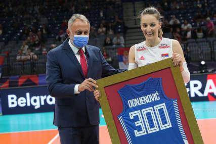 JUBILEJ Maja Ognjenović igra 300. utakmicu u dresu Srbije, dobila simboličan poklon