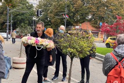 SAHRANA MARINE TUCAKOVIĆ Futa skrhan bolom, Zdravko Čolić poslao vijenac sa ružama i emotivnom porukom (FOTO)