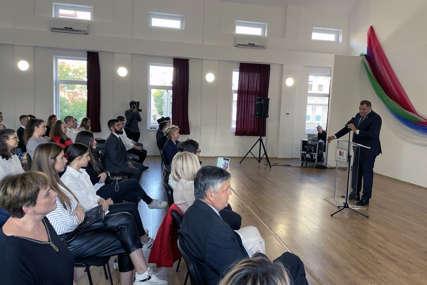 """""""Pozivam vas da dođete u Republiku Srpku"""" Dodik posjetio Srpsku gimnaziju """"Nikola Tesla"""" u Budimpešti"""