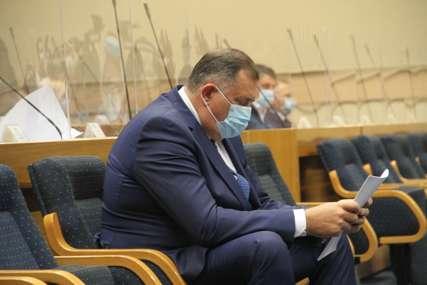 """Dodik na sjednici Skupštine """"Srpska je oslobođena, a o lopovluku i kriminalu treba da odlučuju oni koji su za to zaduženi"""""""