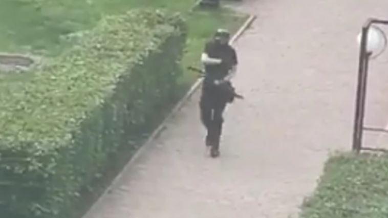 Ovo je napadač iz Rusije: U punoj opremi sa puškom ušetao među studente i ZAPUCAO (VIDEO)